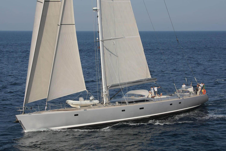 yacht-attimo-ypi-exterior-0.jpg