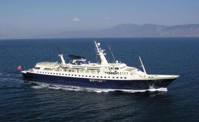 Alexander-Luxury-Yachts.jpg