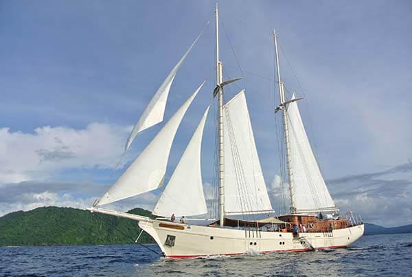 Custom Yacht 35M