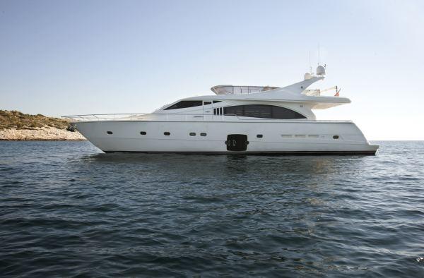 Ferretti Yacht 731