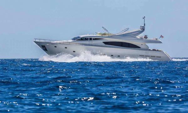 Ferretti Yacht 880