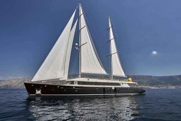 Custom Yacht 43M