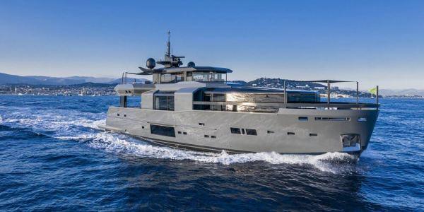 Arcadia Yacht 32m
