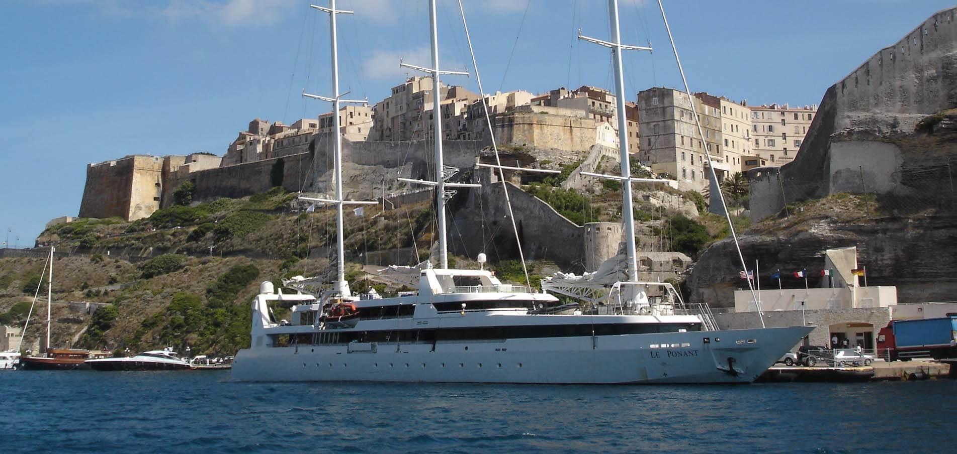 Charter de Superyacht Córcega